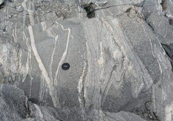Etude de la croissance d'un continent et de son enregistrement dans des sédiments détritiques grâce au zircon